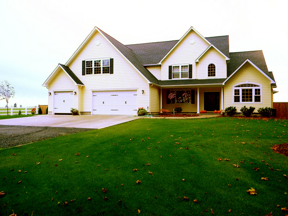 Spacious Front Yard leading to Home